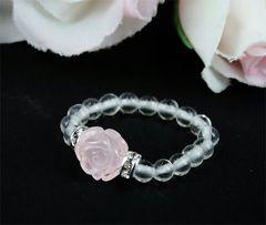 薔薇彫りのローズクォーツと天然水晶のリング フリーサイズ 新品