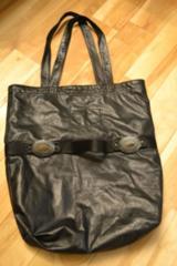 LGB ルグランブルー コンチョ装飾レザートートバッグ