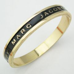 �V�i���i���Z�[��MARC BY MARC JACOBS��ԃo���O����