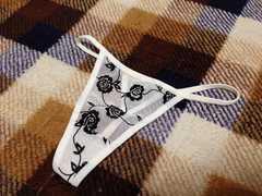 新品未使用ホワイト白色バラ柄花柄薔薇柄Tバック