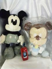 非売品Disneyモノクロミッキー&ベビーミッキーマウスぬいぐるみ二点セット