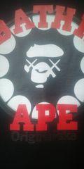 貴重 APE×KAWS OriginarlFakeコラボレーションTee ブラック/レッド used M