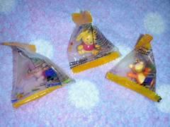 3☆プーさん☆三角パック入りミニフィギュア3点