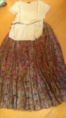 goaゴアマキシスカートとTシャツ