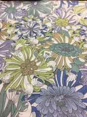 リバティ生地です。白地に寒色系の花柄です