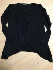 黒の長袖カーディガン