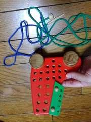 美品★知育玩具『ブーツ型木の車』上手に穴にヒモを通せるかな?