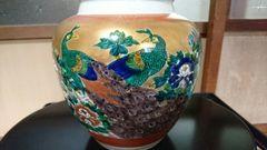 九谷焼…孔雀対花盛り上がり絵付け花瓶…窯印