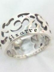 ビザール【bizarre】925シルバー〈彫刻/ロゴ〉リング18号