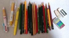 鉛筆赤鉛筆ボールペンなどまとめて