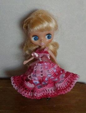プチブライスワイン×ピンクのレース編みドレス