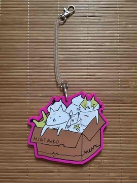 mintneko・ラバー素材箱詰めネコイラストパスケース。ピンク