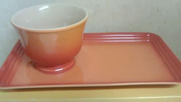 ル・クルーゼマグカップ&トレイセット トレイはお皿がわりに