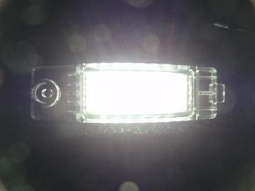 激白光LEDナンバー灯ハイエースレジアスエースbBヴァンガードハリアーRAV4