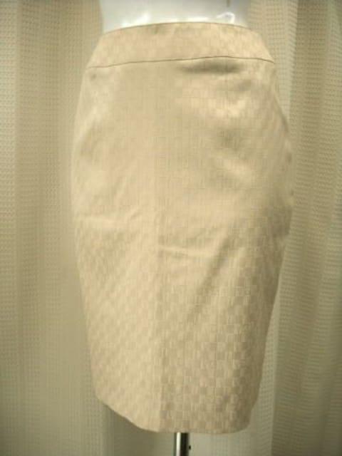 【アンドレルチアーノ】ベージュ系のタイトスカート  < ブランドの