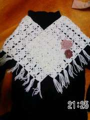 手編み白のミニストール花ブローチ付き