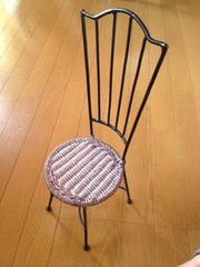 椅子  〈人も座われる、キャクタ、飾り台に〉