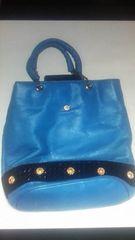 柔らか革のブルーのトートバッグ