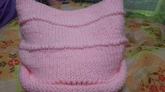 手編み帽子。アクリル毛糸。