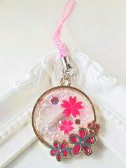 *春の新作*桜の舞い散る花びらの根付けストラップ  レジン