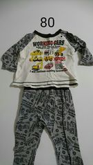 グレーに重機柄のパジャマ