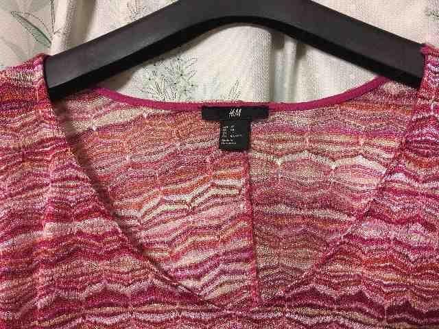 美品H&M赤ピンク系ドルマンカットソートップスVネック半袖 < ブランドの