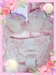 ピンクお花刺繍のブラセット♪