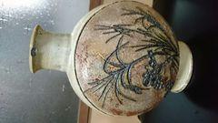 宗代…釘彫り秋草鉄釉偏向壺