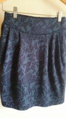 ■春物美品グレー×ブラックバラ柄両脇ポケットタイトスカート■