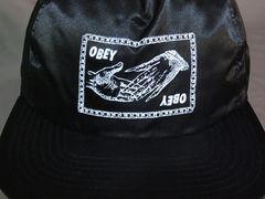 オベイ【OBEY】ナイロン素材 イラストプリント入りCAP黒