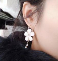 新品【7256】お花が可愛いフープピアス(左右セット)