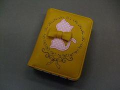 【即決 激安】メルヘン猫ちゃん2つ折財布 新品 黄色系リボン