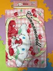 新品 チェリー&シナモンロール枕カバー43×63