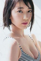 ■宮脇咲良 (HKT48■ビキニ水着 谷間[バストアップ] 生写真 2