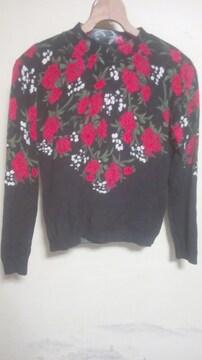 素敵なセーターML 黒にバラとカスミ草