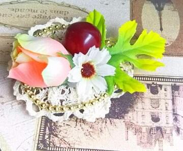 ハンドメイド*・゚薔薇と赤い実のブローチ☆rose/Flower
