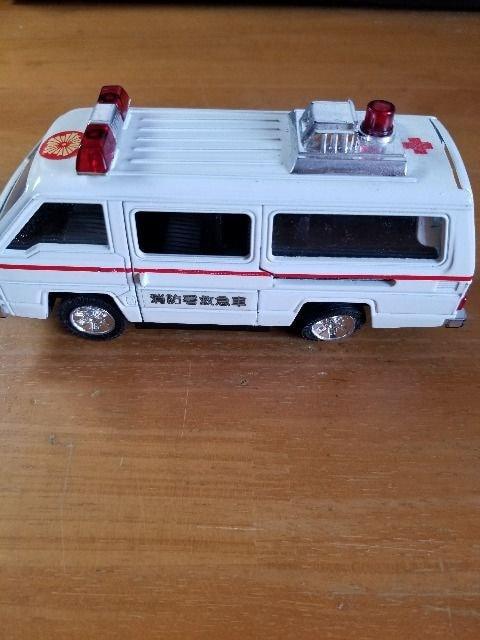 自動車ミニカー 救急車 LEGACY DELICA  < ホビーの