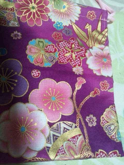 ☆新品赤ピンク×牡丹扇子御所車金折鶴和柄ナナメ掛巾着袋 < キッズ/ベビーの