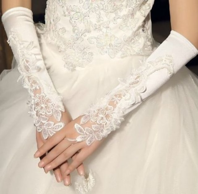 本日の超目玉690円●ウェディンググローブ ブライダル手袋  < 女性ファッションの