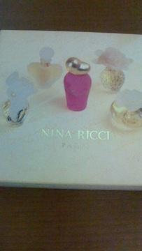 ニナリッチミニ香水セット。レールドゥタン他レア香水入り  ミニチュア香水