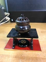 骨董の素敵なミニ香炉。漆蒔絵の逸品香合と漆台セット付き。
