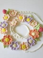 お花と苺の春カラーネックレス*ハンドメイド*