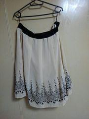 柄模様のスカート