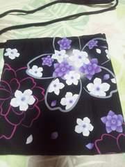 ☆新品=黒×桜大柄=ナナメ掛巾着袋