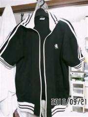 ブラック×ホワイトワンポイント刺繍&ロゴプリント半袖ジャージ