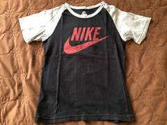 NIKE 黒×赤×グレーの半袖Tシャツ サイズ130  美品 ナイキ