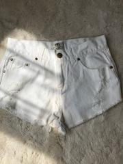 ダメージ加工 ホワイトデニムショートパンツ Sサイズ
