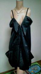 新品タグあり 「LIMI」胸元sexyフリル*光沢サテン*オシャレ*モデル風ワンピ