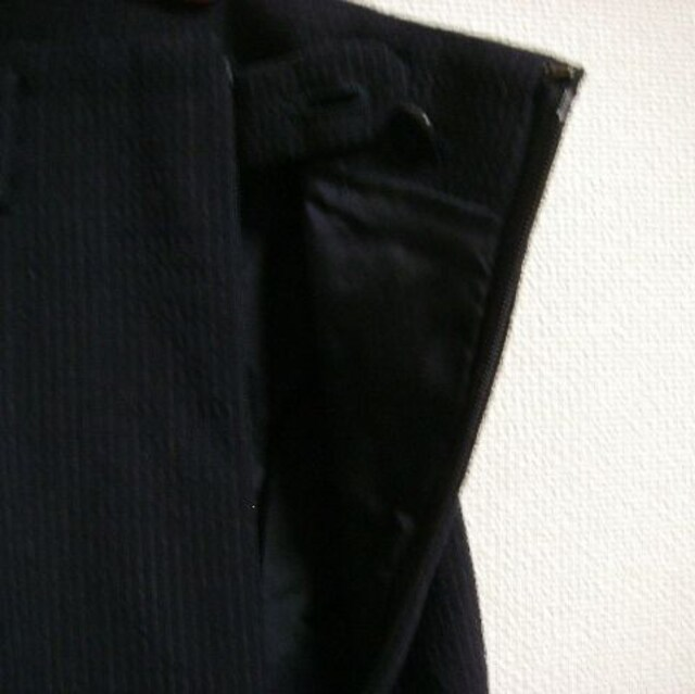 イタリア製 コムサデモード ~M 紺系 ストライプ スカート < 女性ファッションの