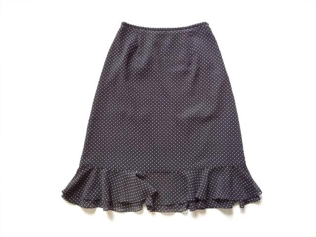 23区 黒 ドット 膝丈 裾フリル スカート 38 オンワード樫山  < ブランドの